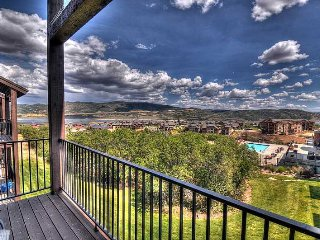 Right by JordanelleReservoir! Mountain Views! King Beds & 3 Hot Tubs! (SW
