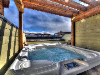 Roof Top Hot Tub! Close to Downtown! On Free Shuttle Route! HD Smart TVs, Newly