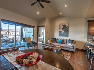 Easy Access -Close to Downtown Park City - Private Hot Tub -TWO King Beds