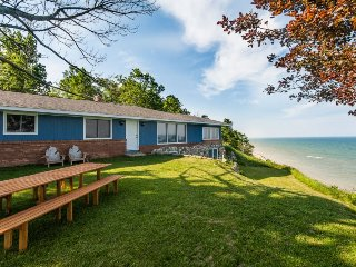Great Lakes Escape - Panoramic views of Lake Michigan