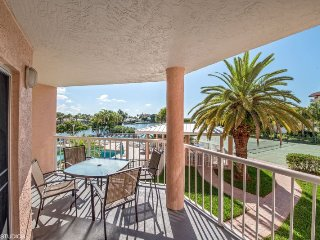 Sunrise Resort #208 | Beautiful condo with amazing balcony views, Saint Pete Beach