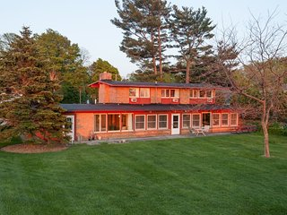 McGuire House - Lakefront Home with Private Beach in South Haven