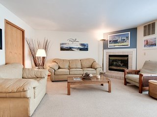 Cannery Row 3 - Great condo on the famous North Shore Drive, walk everywhere!