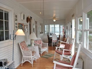 The Martin - Cozy Cottage for The Family Vacation, South Haven