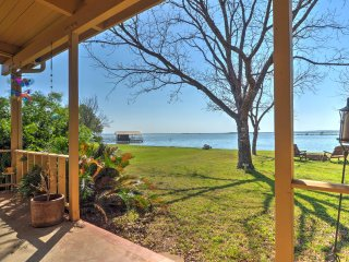 New! 3 BR Lakefront Burnet House w/ Pontoon Boat!