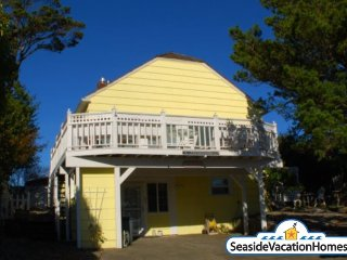 210 6th Ave - Near Ocean - 600ft to Beach, Seaside