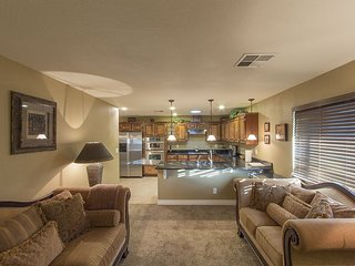 Tempe/Mesa Luxury Retreat, Prvt Heated Pool, Golf, Asu, Walk to Cubs Sp Training