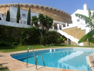 2 plan townhouse right next to famous La Sala in Puerto Banus