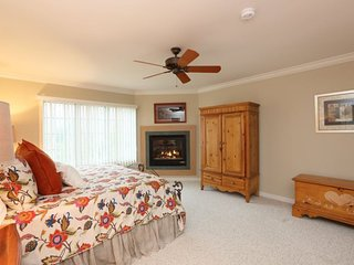 Perfect Home for Winter with views of Mt. Mansfield! 3 Bedroom 3 Bath Resort, Stowe