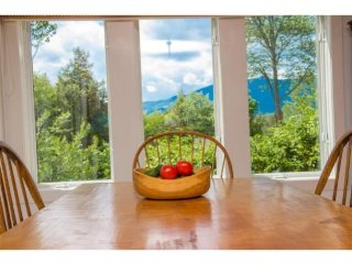 Elegant and spacious 3+ Bedroom Resort Home, Sleeps 8