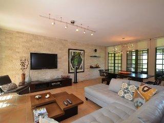 Luxury 4 Bedroom Beachfront Villa At Dorado Reef