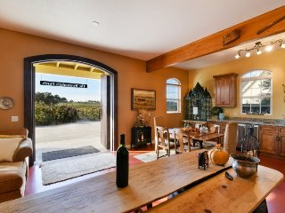 Winemakers Porch Incredible Home nestled in the Vineyard, Paso Robles