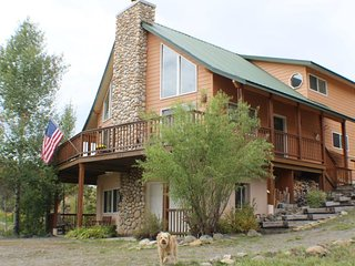 Creekside is a relaxing, pet-friendly vacation home located in downtown Pagosa, Pagosa Springs