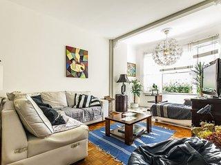 Elegant 3 bdrs apt (1 suite), 2 bath - 1 block from Copacabana beach - Close to