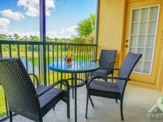 Lakeside - Second floor condo with beautiful lake view in Oakwater Resort, Kissimmee