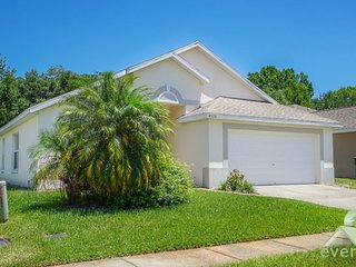 Desiree`s Cottage - Charming 3 bedroom / 2 bathroom pool home in Chatham Park, Kissimmee