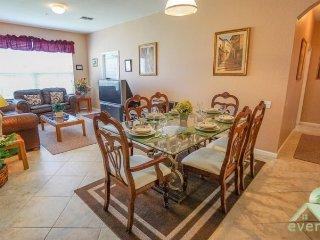 Silver Kay - Outstanding 3 bedroom ground floor condo with garden view in Windsor Palms Resort!, Kissimmee
