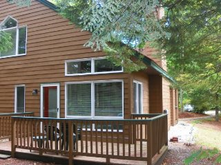 Deer Park Vacation Condo with Free Shuttle to Loon Mountain