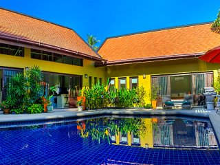 Private Villa Pool Jacuzzi, Home Cinema & Gym, 700 mtr to Beach, & Free Transfer