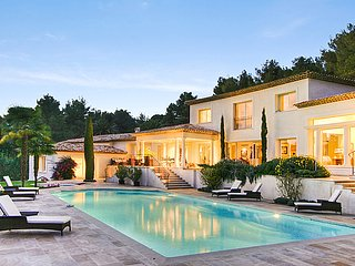 Luxury Contemporary Villa Côte d'Azur (between Nice and Cannes)