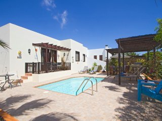 Villa Cocomo - Charming Villa with Private Pool in Quiet Location