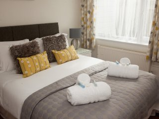 Little Nook - Ground Floor Apartment -  Sleeps 3 with Parking and Garden