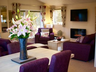 Luxurious Lavender Lodge with Hot Tub, Eshott