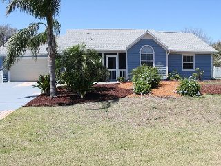 Blue Horizon, 3 bedroom, 2 bath, Pool home, Very close to beach/park, WIFI