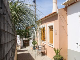 Tonel Cottage - charming cottage very close to the beach!