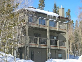 Bear Lodge - Endless Mountain Views!!