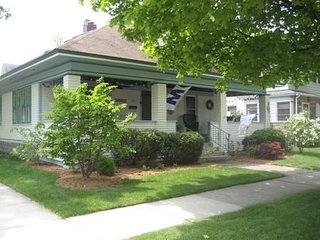 Shorewood Cottage - 3 blocks to South Beach!