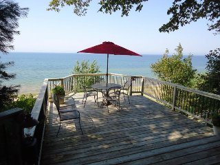 82 Bluff Drive - Private beach!!
