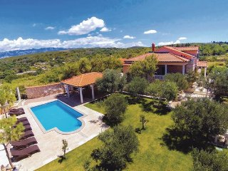 Villa Maria, beautiful villa with pool