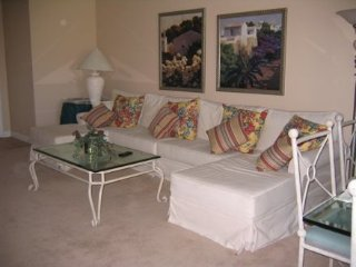 2CKEN - TWO BEDROOM CONDO ON TAOS CT