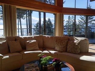 Sapphire Suite At Sunshine Coast Treetop B&B, Sechelt