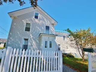 South End Retreat - walk to the water, downtown Rockland