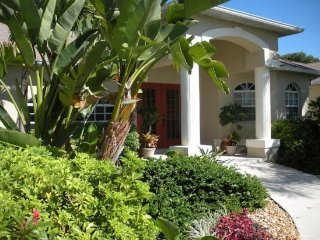 Pet Friendly and Near Beaches 3 Bedroom - 2 Bath Home, Fort Myers