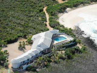 Epic Beachfront Villa, Island Harbour