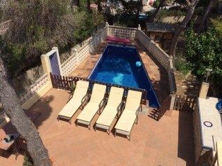 Beautiful El Toro villa (sleeps 8), with private pool, 'Casa Blanca',