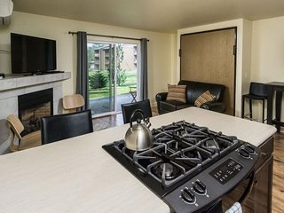 Pioneer Park Condo, 2 Blocks to Downtown, Walk Along the River, Peaceful and, Bend