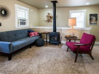 Newly Remodeled West Side Apartment for 2