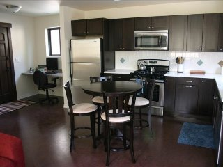 Walk to Everything, Clean and Modern! Just Minutes to Downtown!, Bend