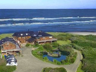 Private Ocean Front Estate with 8 suites! Dog Friendly! Free Night, Yachats