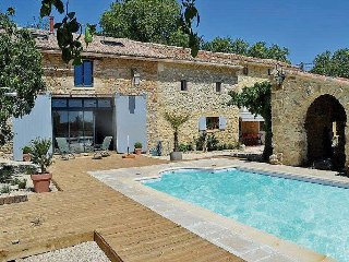 Superb Landhouse 6p in Baron, Gard, private pool, Aigaliers