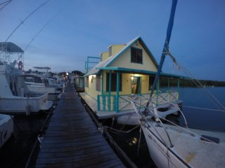 El Pelicano Tropical-Rustic Houseboat