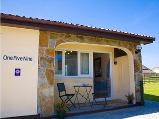 Onefivenine  Self Catering Bunglow