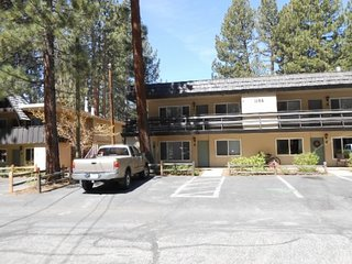 1168H-Affordable condo with hot tub and summer pool, great in town location, South Lake Tahoe