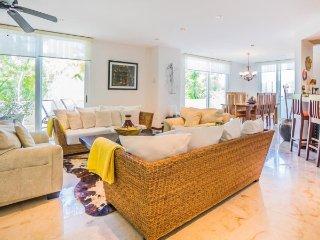 5th Avenue 2 Bedroom Condo Home, Playa del Carmen