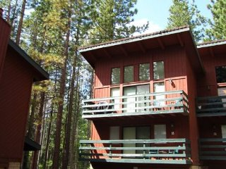 V57-Walk to Heavenly - easy lift access! Great access to hiking and biking in, South Lake Tahoe