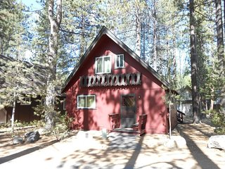 2323S-Nice cabin in the Pines, 3 bedroom sleeps up to eight, South Lake Tahoe